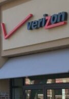 Analysts see Verizon following AT&T's move to cut unlimited data