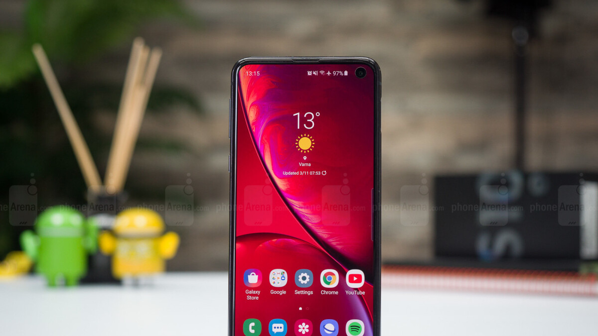 Samsung Galaxy S10e scores massive $300 discount at B&H with no strings attached