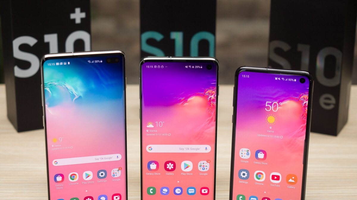 Buy an unlocked Samsung Galaxy S10, get a free Chromebook 3 and 10% off on any watch