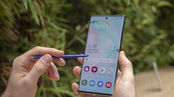 Galaxy Note 10+ unboxing: stunning design and generous package!