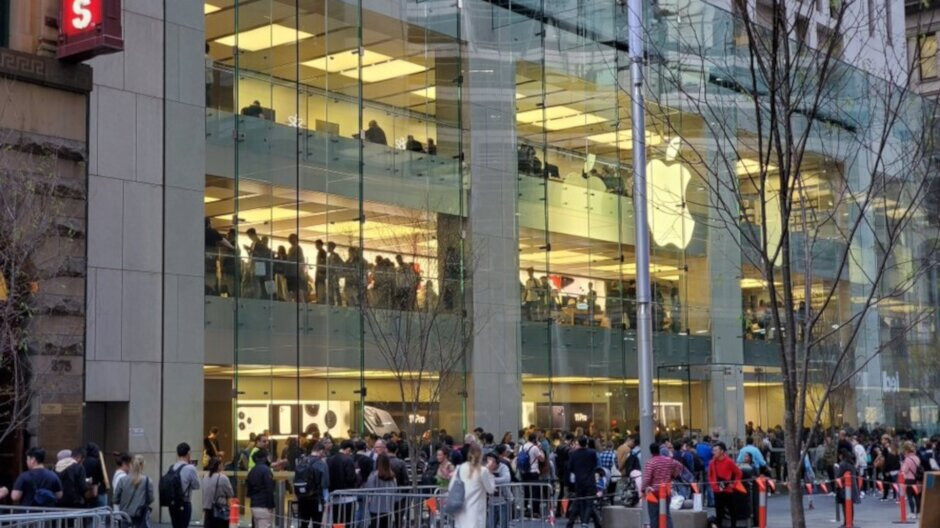 The 2019 Apple iPhones launch creating smaller lines outside Apple Stores worldwide