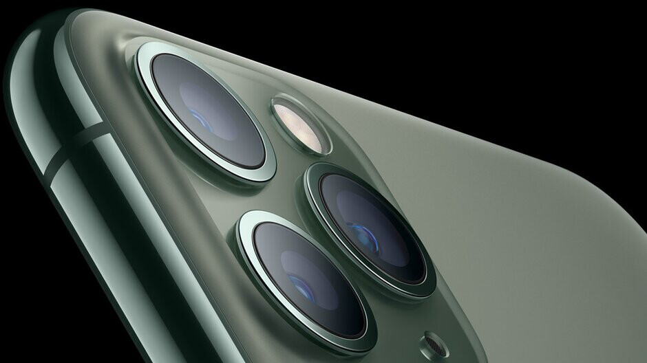 Reverse wireless charging hardware found inside new iPhones-or is it something else?