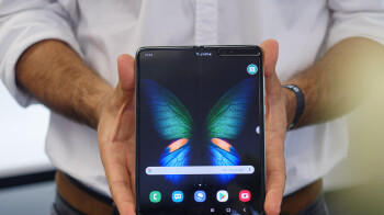 Samsung wants to sell loads of foldable smartphones next year