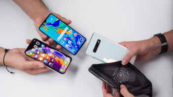 Samsung and Huawei's sales soared last quarter as Apple fell further behind