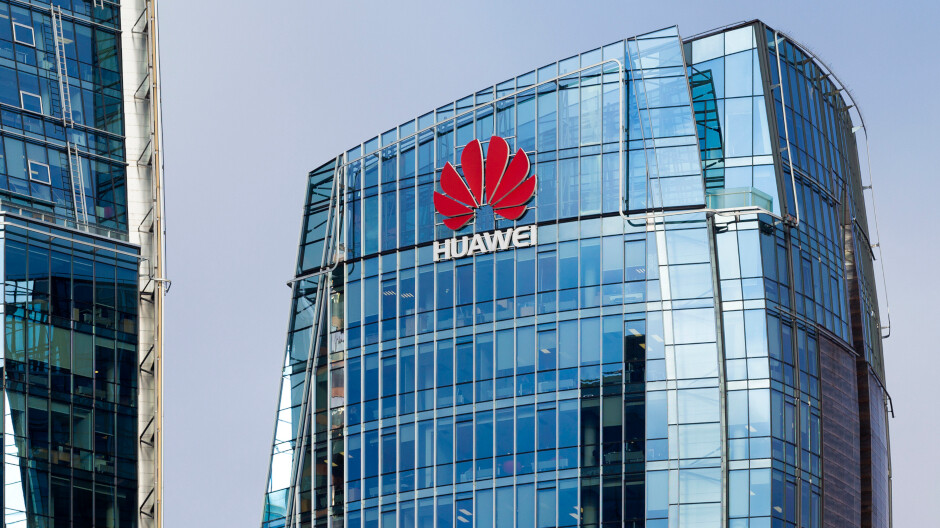 Bipartisan lawmakers warn Trump officials about shipping to Huawei