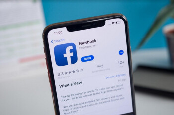 Screenshot catches Facebook's Android app in Dark mode