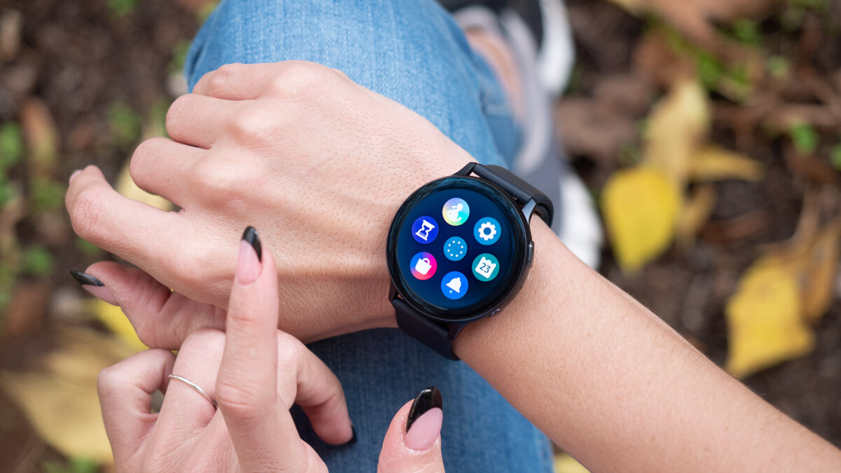 Amazon UK has discounted both the Galaxy Watch Active and Active 2
