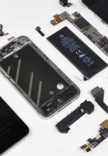 iPhone 4 gets disassembled for you to see