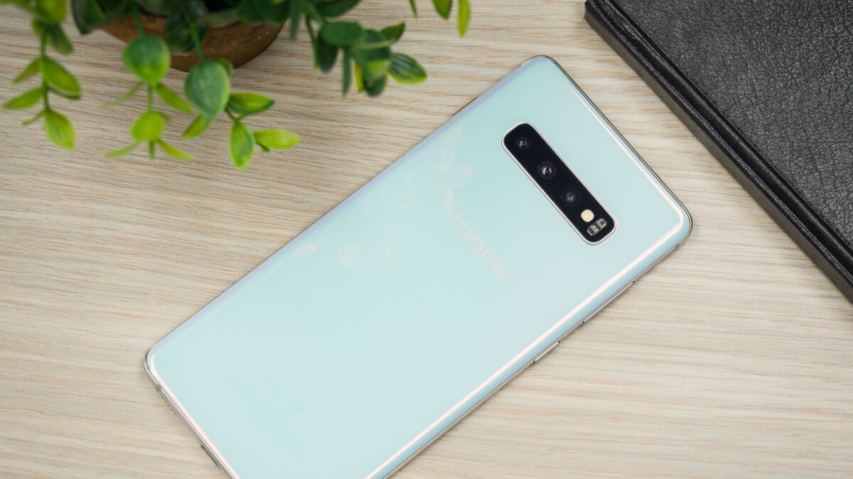Hurry and get the unlocked Galaxy S10+ at an all-time high discount on Amazon