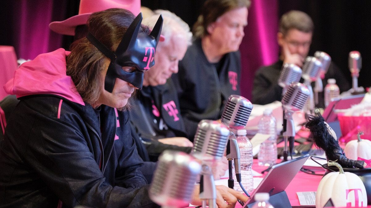 John Legere is up to his old tricks again, mocking Verizon on social media