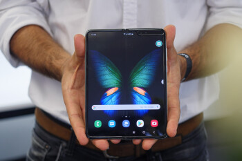 Foldable smartphones may not go mainstream for another few years