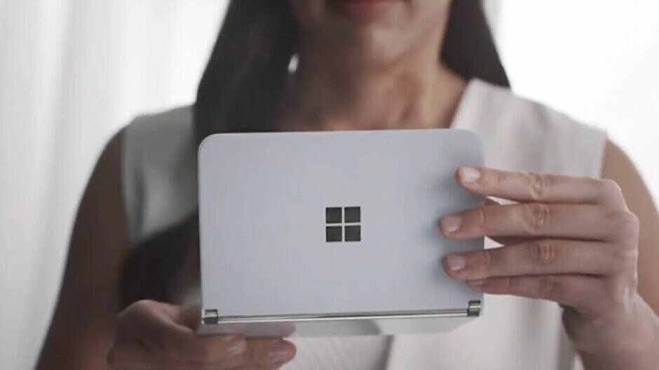 Two Surface Duos crash during live stream for app developers