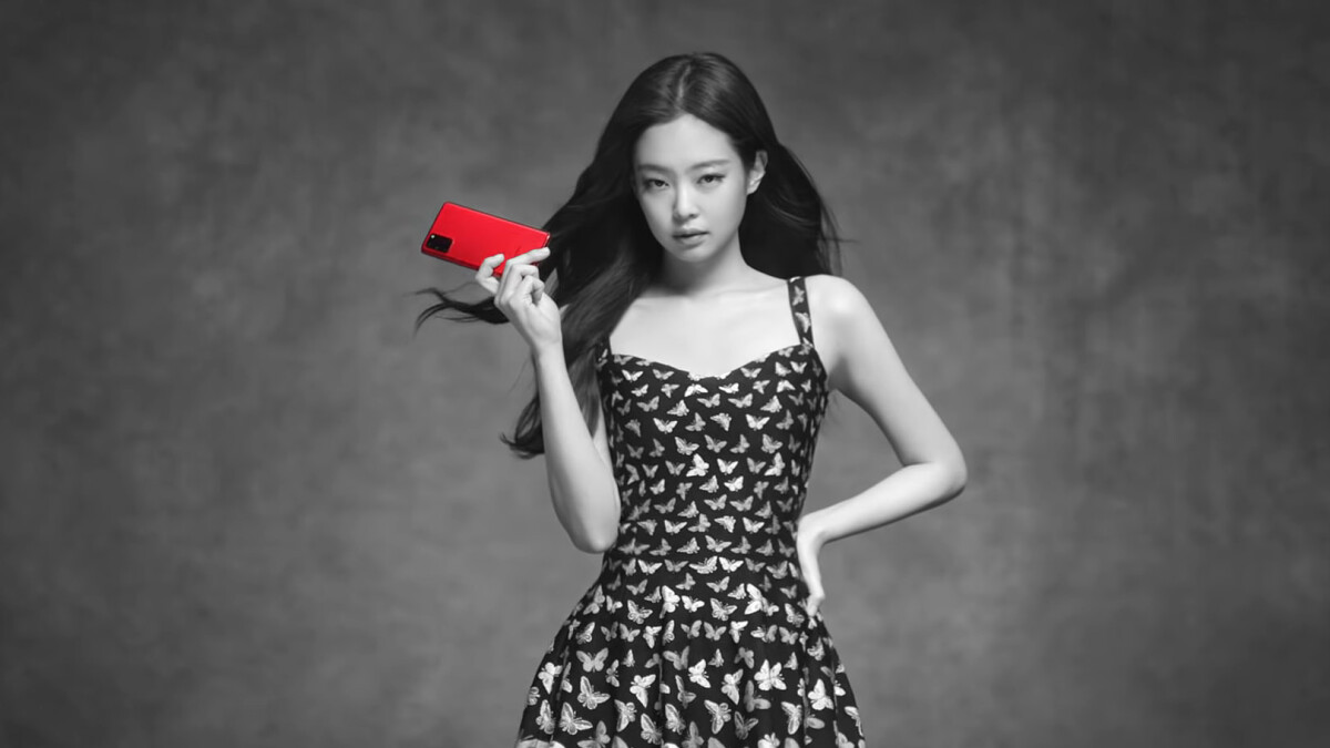 Check out the breathtaking Jennie Red Samsung Galaxy S20+