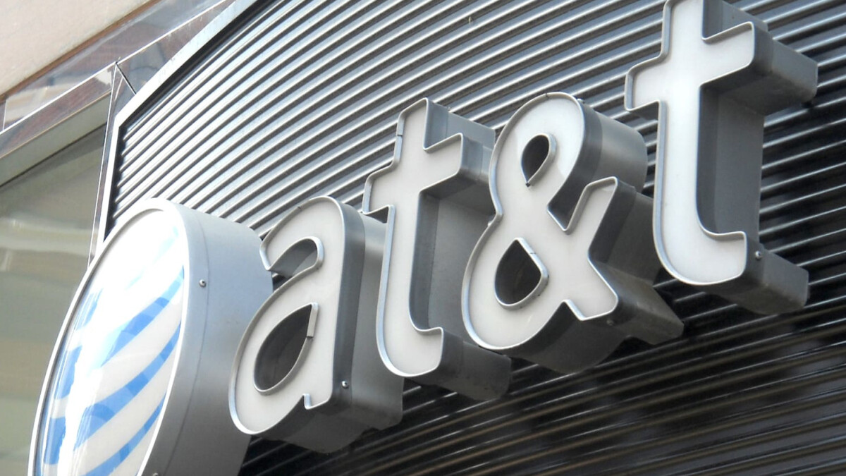 AT&T CEO Randall Stephenson gets executive pay of $32 million for 2019