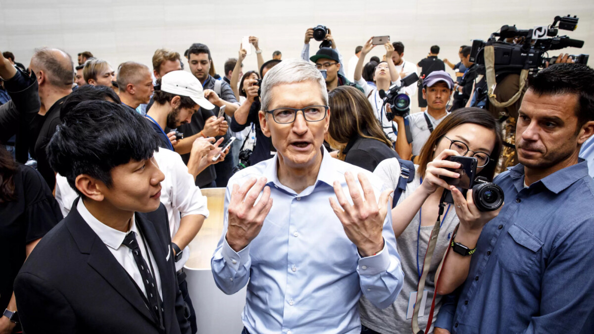 Apple's stock value falls dramatically by 12.5% over the weekend