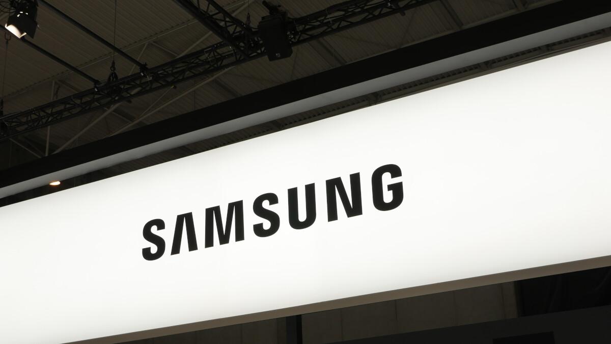 Smartphone shipments suffer a record breaking decline