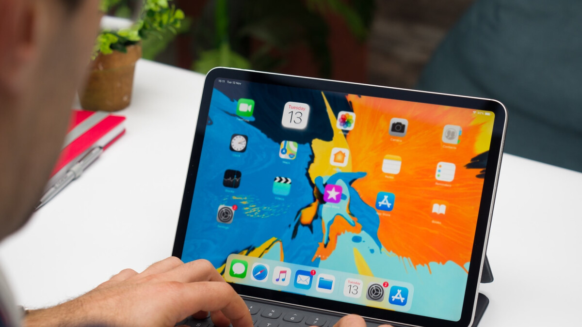 Future iPads to come in landscape orientation, patent mentions presence of a notch as well