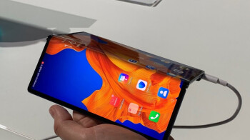 The foldable Huawei Mate Xs sports a clever hinge, but it's a nightmare to repair