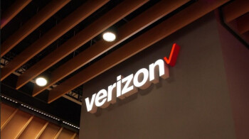 With its 5G plans on track, Verizon reports a small Q1 decline in postpaid smarphone customers