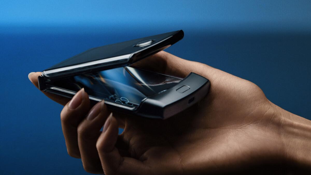 Deal: Buy a Motorola Razr, get a second Razr for free