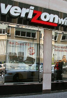 Did Verizon favor new subscribers during DROID X launch?