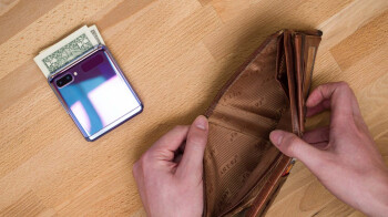 AT&T finally discounts the Samsung Galaxy Z Flip by a massive 780 bucks