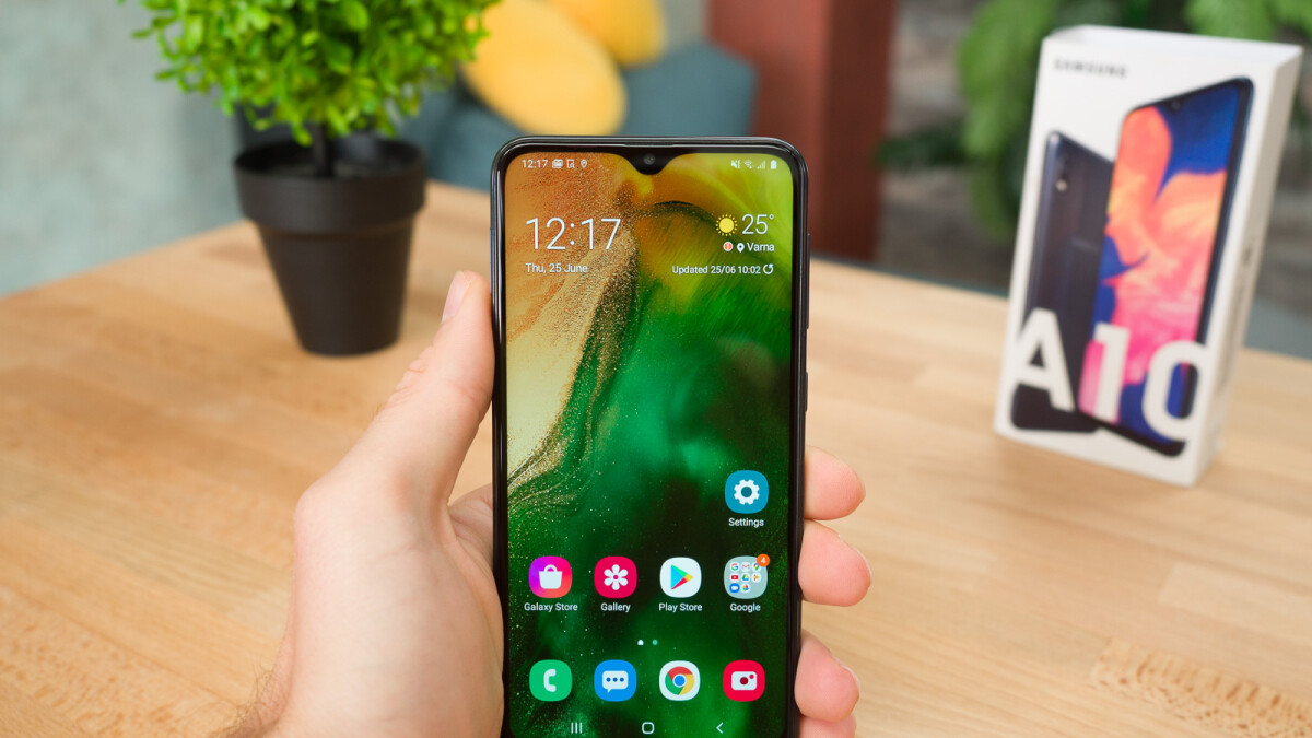 I spent a week using Samsung's best-selling phone (which costs just $150!)
