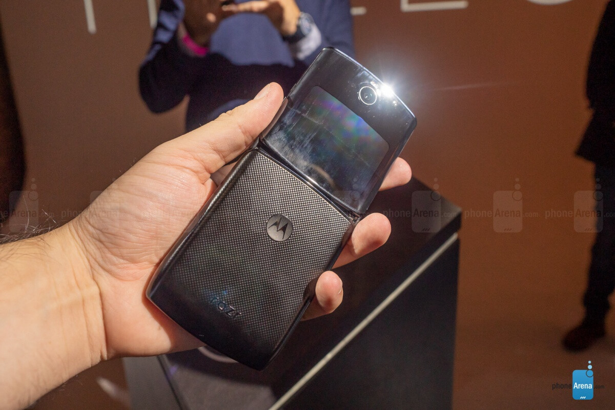 The Motorola Razr 2 5G might end up dwarfing Samsung's Galaxy Z Flip 5G - PhoneArena