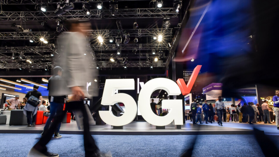 Verizon tops key spectrum auction in pursuit of T-Mobile's early 5G crown