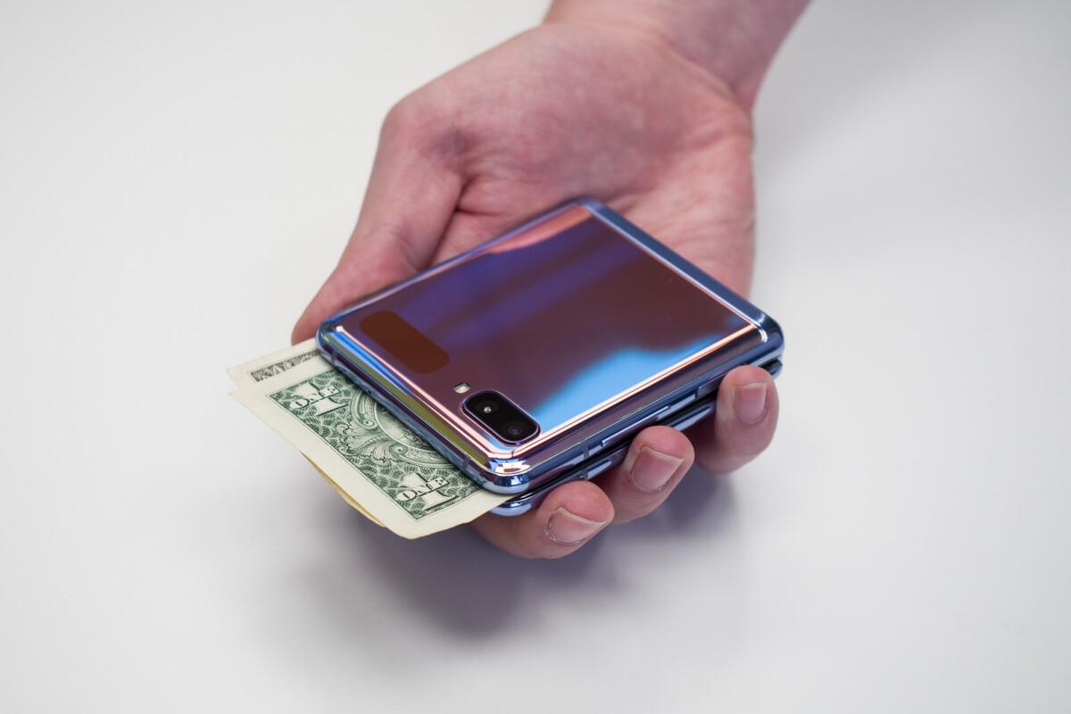 Amazon-has-Samsungs-Galaxy-Z-Flip-and-Z-