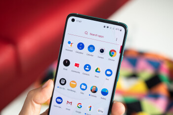 OxygenOS might soon be getting some highly-requested features: 'real' dark mode, lock screen customization, and others