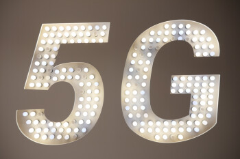 FCC sets record with auction of key spectrum for 5G use