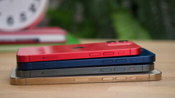 Apple's iPhone 12 series and Samsung's Galaxy S20 FE 5G kept the US market afloat in Q4 2020