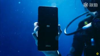 Xiaomi Mi 11 Ultra unboxing—underwater