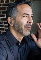 Motorola Oasis Bluetooth headset allows you to listen to conversations in full fidelity