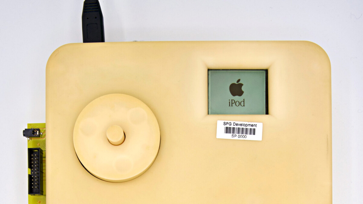 20 years after the first iPod a giant prototype of it appears out of the blue - PhoneArena