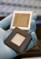 Researchers combine the merits of e-ink and LCD in one display