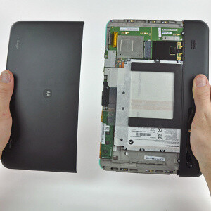 Motorola XOOM teardown suggests 4G upgrade procedure is unnecessarily tangled
