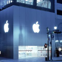 Apple stores provide communication for earthquake victims in Japan