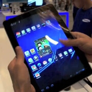 Samsung Galaxy Tab 10.1 pops up on YouTube; runs Honeycomb without a hitch