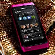 Nokia N8 gets trendy in hot pink