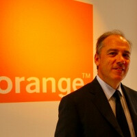 "Orange boss: ""the next iPhone would be smaller and thinner,"" coming with super small SIM card"