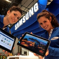 Samsung Galaxy Tab 10.1 available tomorrow at Best Buy Union Square, you can get it signed by Ne-Yo