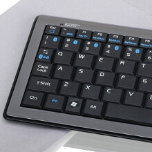 IOGEAR Bluetooth keyboard toggles between 6 connected devices