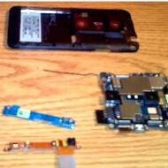 If you want to know what's inside the HTC EVO 3D, first teardown video appears