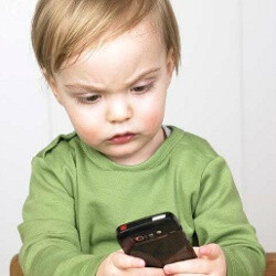Moms can't go a day without technology, 25% of toddlers have used a smartphone, study finds