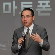 Samsung vows to become the number one phone maker in the whole wide world