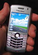 Blackberry pearl flashing green indoor — photo 10