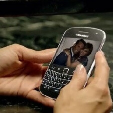 J-Lo stays loyal to the 'Berry, flaunting a BlackBerry Bold 9900 in her latest video