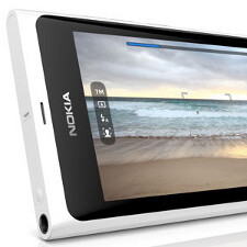 Nokia N9 arrives in white, MeeGo software update coming along the way